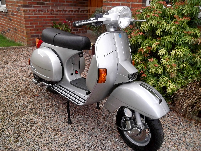 vespa px 200 my disc only 700 miles. Black Bedroom Furniture Sets. Home Design Ideas